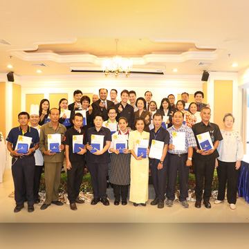 (English) Royal Cliff Hotels Group Awards Exceptional and Long-Serving Employees